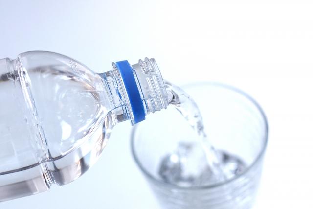 毎日1リットルの「水」を飲みましょう